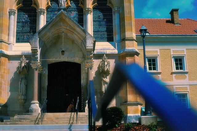 Der Eingang zur Schlosskirche...