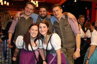 """Christian, Michael, Johannes, Corinna und Hilli von der LJ St. Veit feierten mit vielen Landeskollegen aus dem ganzen  Land Salzburg den """"Tag der Landjugend""""."""