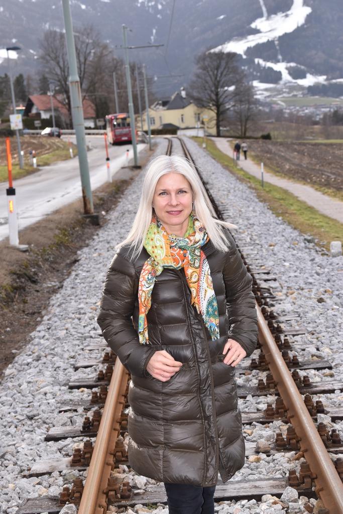 """Derzeit eine """"Geisterbahn"""": GRin Daria Sprenger präzisiert die Forderungen der VP: """"Igler Bahn muss attraktiver werden""""."""