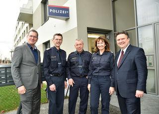 Stadtrat Michael Ludwig und Bezirksvorsteher Georg Papai besuchten das neue Wachzimmer am Ziegelofenweg 25.