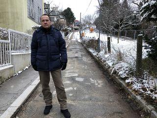 Ist über die wochenlange Sperre des Döblinger Schulsteigs verärgert: Kaasgraben-Anrainer Michael Zsolnai.