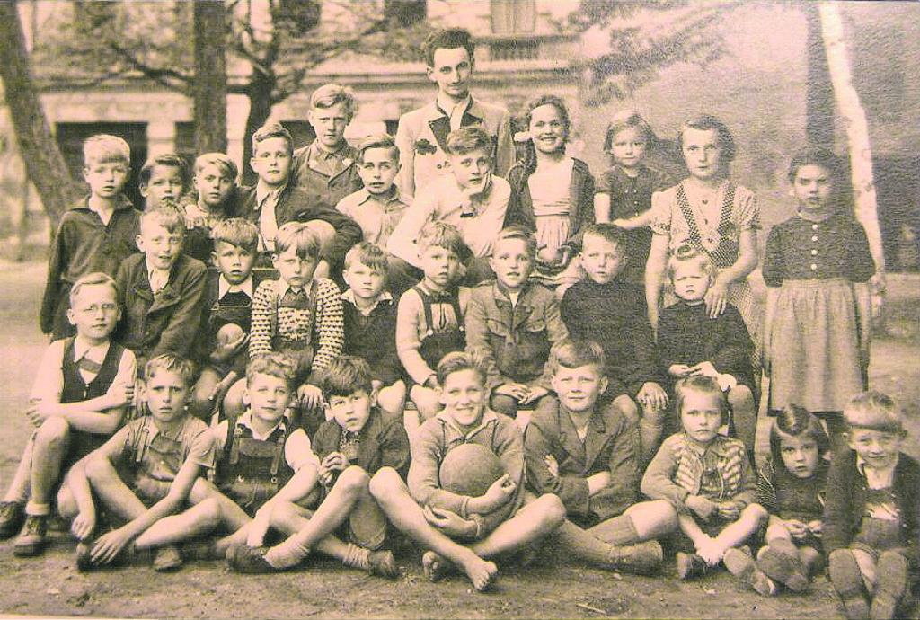 Wer erkennt sich auf diesem Bild wieder? Bitte melden! Die Leobener Glacisrunde anno dazumal, das Foto stammt aus der Zeit zwischen 1945 und 1950.