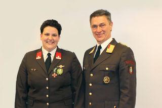 Glückwunsch: BR Johannes Matzold gratulierte HBI Birgit Sundl zu ihrer Wahl zur Kommandantin.