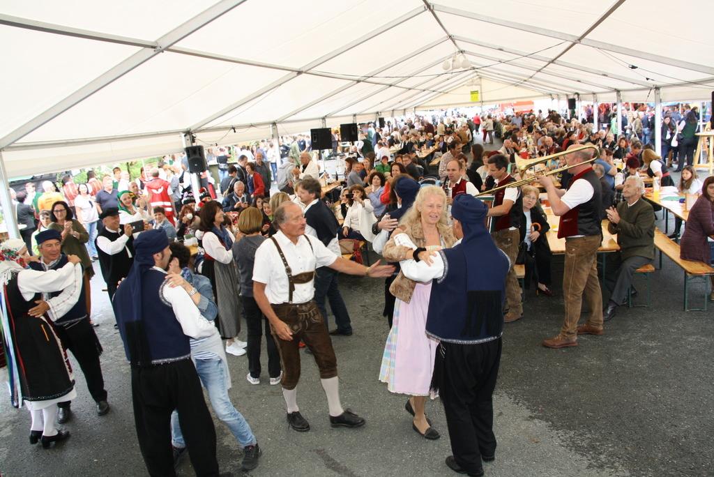 """Wenn das """"Aufbartholomäern"""" in der kleinen Gemeinde St. Bartholomä auf dem Programm steht, ist der ganze Ort auf den Beinen."""