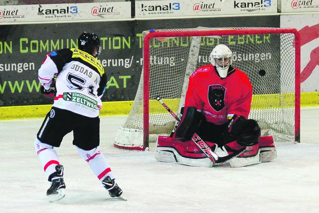Blockade gelöst. Michal Dudas lässt Frohnleiten-Torhüter Pesendorfer keine Chance und erzielt den 1:0-Führungstreffer.