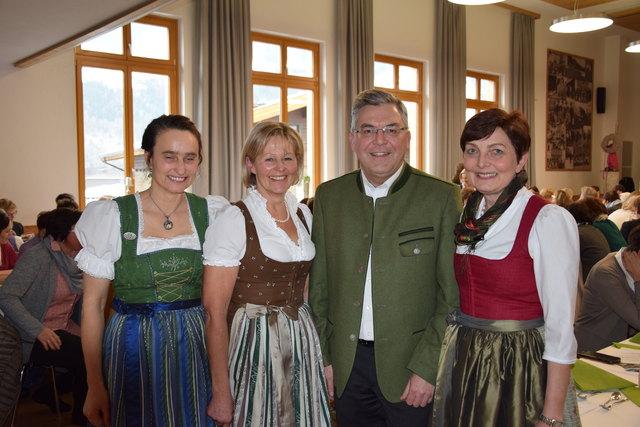 Bezirksbäuerinnentagen im Pongau mit Bezirksbäuerin Theresia Walchhofer, Landesbäuerin Elisabeth Hölzl, Landesrat Josef Schwaiger und LAbg. Theresia Neuhofer.