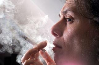 Rauchen schadet auch den Nichtrauchern.
