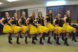 Eingespieltes Team: Unter der Leitung von Domenica Keil (re.) sind die tanzenden Faschingsmädels seit Jahren dabei