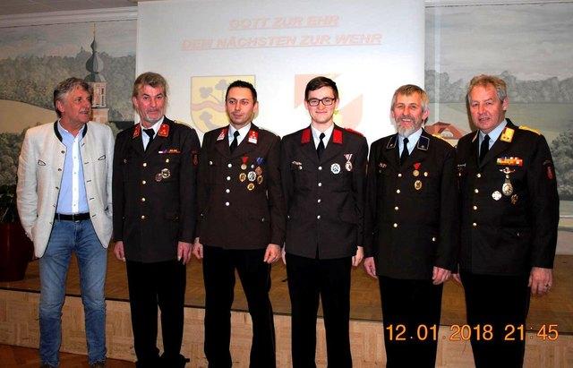 Das neue Kommando mit Bürgermeister Alois Stadlmayer.