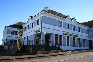 Die Raiffeisenbank in Aschbach.