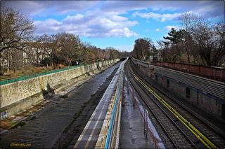 Wienfluß und U-Bahnlinie U4 laufen hier parallel