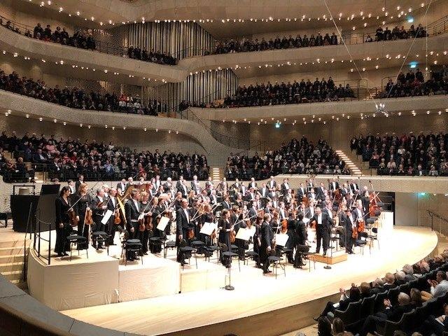 Grossartige Konzerthalle, grossartiges Orchester, grossartiger Dirigent