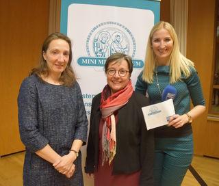 Die beiden Referentinnen Ninon Taylor (Oberärztin der Univ.-Klinik für Innere Medizin III, SALK) und Hofrätin Heidelinde Neumann (Landessanitätsdirektorin) mit Moderatorin Angelika Pehab.