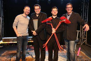 """Entspanntes Gruppenbild mit Co-Autor Gregor Barcal, Florian Roehlich und David Krammer alias """"Flo & Wisch"""" mit Viktor Gernot, nach der gelungenen Vorpremiere des neuen Programms Waschmänner."""
