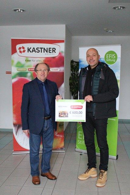 EFIS-Chef Wolfgang Wieser (rechts) dankte Prokurist Franz Müller vom Großhandel Kastner.