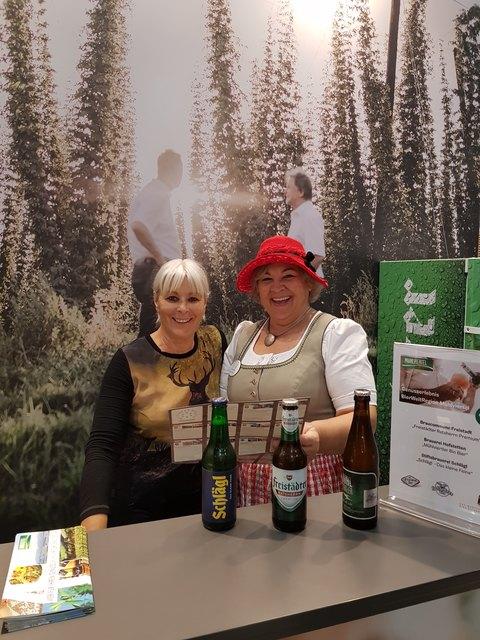 Ferienmesse BierWeltRegion (v.l.: Maria Schraml, Gerlinde Schimpl