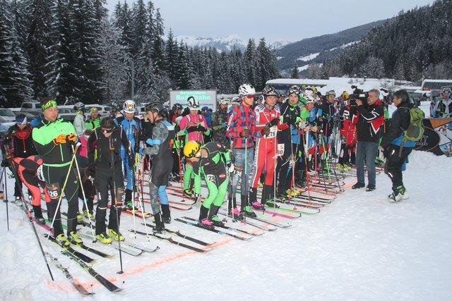 Die einen liefen hinauf, die anderen gingen es etwas gemütlicher an beim zweiten Sport Art Skitouren Race in Altenmarkt.