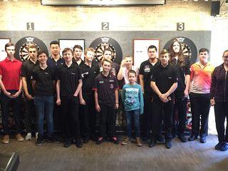 Mit 18 Jugendspieler war das Turnier im Café Steel ( dem ehem. Gentle von Ausnahmedarter Mensur Suljovic) sehr gut besucht.