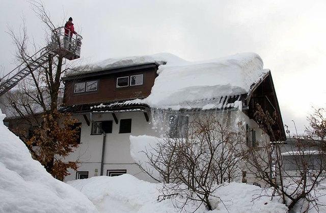 Beobachtung einer Dachlawine.