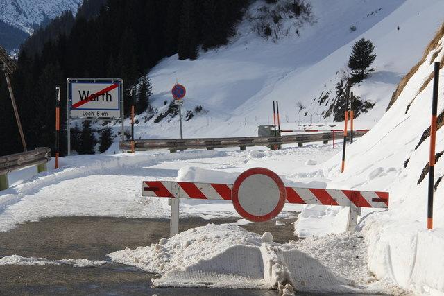Die Polizei informiert über Straßensperren in Tirol