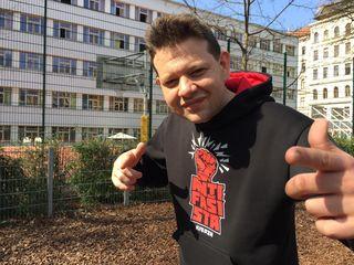 """Kid Pex: Ihn kennt man nicht nur als Rapper, sondern auch aufgrund seines Modeslabes """"Pexwear"""" und den """"Wien Oida, Beč Oida""""-Pickerln."""