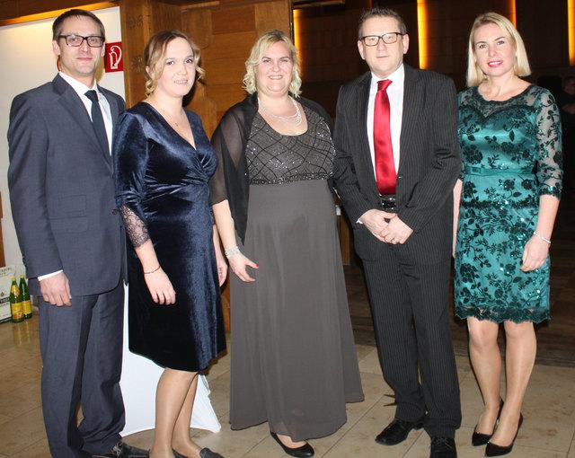 Johann Kahr, Gabi Zajac, Eva Winkler, Vbgm. Dieter Wirth und Angela Wirth begrüßten die Gäste mit einem Glas Sekt.