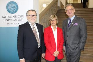 Alumn-i-med-Präsident Christoph Brezinka, Ärztliche Direktorin Alexandra Kofler, Wolfgang Fleischhacker, Rektor der Medizinischen Universität