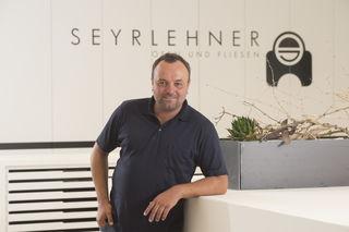 Jürgen Seyrlehner bildet Hafner und Fliesenleger aus.