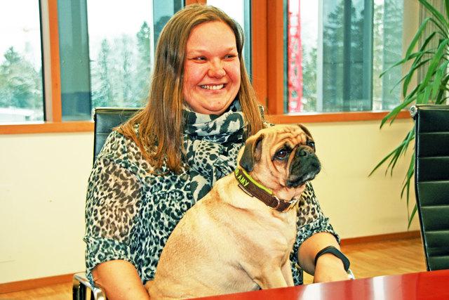 Silvia Pixner und Therapiehund Amy unterstützen im UMIT-Zentrum für Lernen und Lernstörungen Jugendliche mit Lernstörungen und konnten deren Kompetenzen im Bereich des Lesens, Schreibens und  Rechnens zum Teil deutlich verbessern.