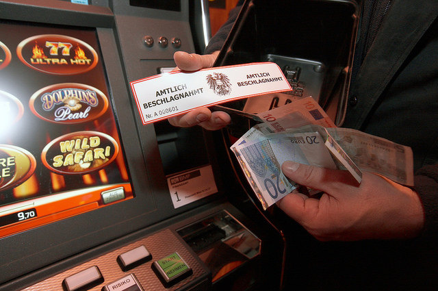"""Die niederösterreichische """"SOKO Glücksspiel"""" mit Spezialisten von Finanzpolizei, Bezirkshauptmannschaften und Exekutive hat laut Landesrat Tillmann Fuchs eine Erfolgsbilanz zu verbuchen."""