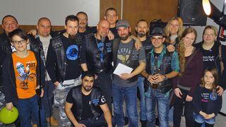 Mike Senkl  (mit Kuvert) feierte seinen 40er mit Freunden und Kollegen im Clubhaus des Madness MC Austria in Ternitz.