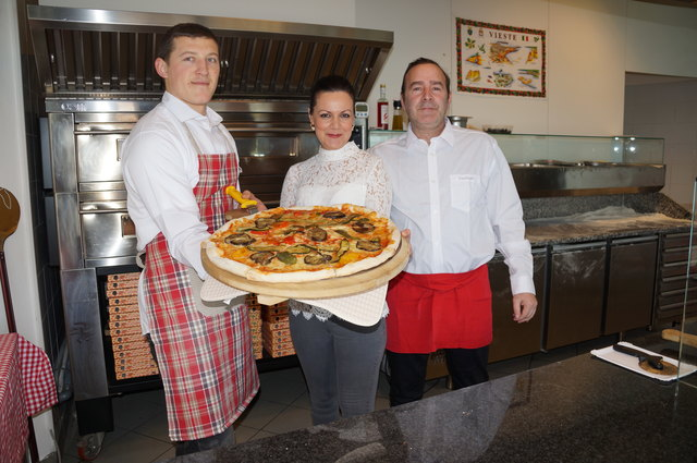 Ein Gaumenschmaus auf italienisch. Die Familie Protomastro mit ihrem Pizzabäcker.