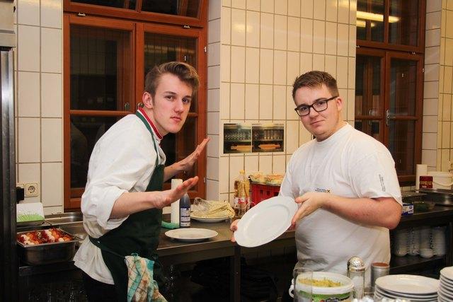 Die jungen Florianis in der Küche.