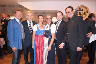 Schwangen das Tanzbein: Peter Wolff, Adi Tiller, Kathi Wolff, Doris Haider-Kiss, Daniel Resch und Thomas Kiss (v.li.)