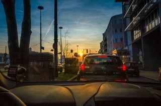 Kreuzung Margaretengürtel/Kliebergasse - Ein toller Sonnenuntergang nach einem grauen Tag im Hochnebel.