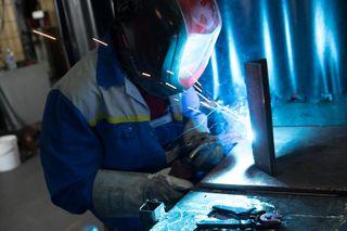 Das Schweißen lernt man im Lehrberuf Metalltechnik. Die Nachfrage nach Schweißern ist sehr hoch.
