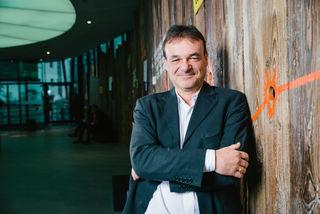Andreas Hudecek berät als Energieberater in Wien unter anderem private Hausbauer.