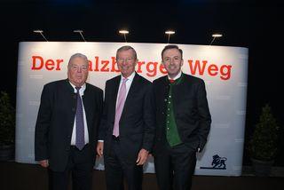 Die Gastgeber Josef und Peter Gasperlmair (Geschäftsführer Glas Gasperlmair) mit LH Wilfried Haslauer.