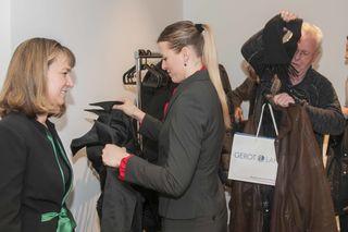 Persönlicher Empfang der Gäste durch Dr. Verena Niederberger-Leppin (links)