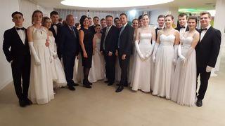 Die Debütanten der Tanzschule Andexlinger eröffneten den Abend mit einer professionellen Tanzeinlage