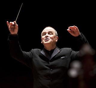 Hans Graf ist Dirigent des Houston Symphony Orchestra.