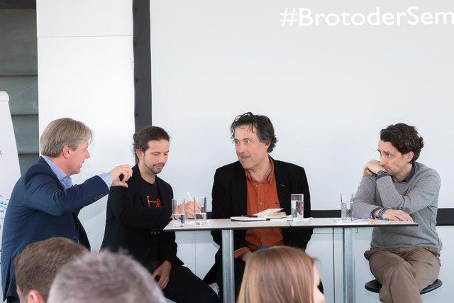 """Roland Reischl, Chefredakteur der WOCHE Steiermark, wollte es als Moderator von den drei Unternehmern genau wissen: """"Was heißt Qualität?"""""""