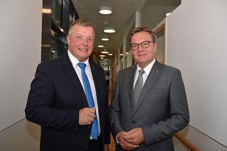 LR Bernhard Tilg und LH Günther Platter wollen die häusliche Pflege noch mehr unterstützen.