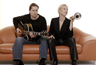 Feiern heuer ihr 20-jähriges Bühnenjubiläum: Jazz-Trompeterin Michaela Rabitsch und Gitarrist Robert Pawlik.