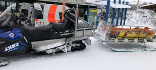 Eine Verletzte musste mit Skidoo abtransportiert werden (SYMBOLFOTO)