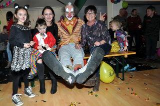 Clown Jako machte für Familie Wolf aus Inzenhof allerlei Späße.