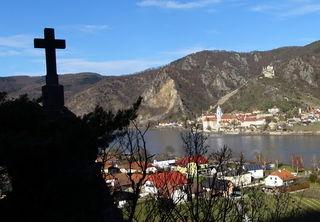 Felsnadel oberhalb von Rossatzbach mit großartigem Blick auf Dürnstein