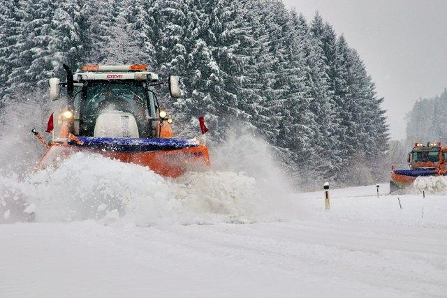 Der Schnee kam ungelegen. Verkehrslandesrat Lang bedankt sich im Namen des Landes bei allen Mitarbeitern des Straßenerhaltungsdienstes.