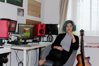 Musikalisches Multitalent: PÆNDA in ihrem Ottakringer Home-Studio. Hier entstehen all ihre Songs.