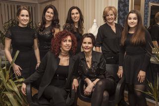 Das Hairzblut-Team: (hi.v.li.) Caroline Auer, Angelika Kandolf, Stefanie Leitner, Margrit Lagger, Hannah Unterlerchner; (vo.v.li.) Karin Leisinger, Karin Gasser